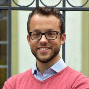 Markus ist ein Blockchain-Experte und ein visionärer Entrepreneur. Er glaubt fest an das Potenzial der Blockchain-Technologie und betrachtet ihre Fähigkeit, Werte zu demokratisieren, als die nächste große Schritt in der technischen Evolution, nachdem das Internet Informationen für alle zugänglich gemacht hat. Nach seinem Abschluss in Wirtschaft und Bankwesen & Finanzen an der Universität Zürich, einem Auslandssemester an der Fudan University in Shanghai und mehreren Engagements in der Finanzindustrie begann er 2015 als Management Consultant bei Accenture, wo er zum zweiten Mal mit der Blockchain-Technologie in Kontakt kam, nachdem er 2013 an einem Bitcoin-Meeting teilgenommen hatte.