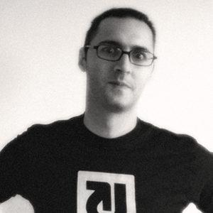 """Titusz Pan ist ein techno-kreativer Freidenker, Software-Entwicker und Unternehmer aus Freiburg. Geboren im Jahre 1972 gehört er zu der Generation, die in den 80-ger Jahren den ersten Schub von massenmarkttauglichen Computern erlebt hat. Sein Interesse für Computer verfestigte sich während seines Architekturstudiums, wo er bereits mit Computer Aided Design experimentierte. Seit den 90-ger Jahren ist er ein leidenschaflticher Internet-Akteur, der sich sowohl mit Internet-Technologien als auch mit deren gesellschaftlichen Auswirkungen auf pragmatische Weise sowohl privat als auch beruflich auseinandersetzt. Er ist Gründer und Vorstand der Craft AG, die sich seit dem Jahr 2000 mit der Entwicklung von Technologien und Geschäftsmodellen für die Medienbranche beschäftigt. Erst spät, im Jahre 2009, begann er autodidaktisch die Künste der Programmierung zu erlernen und entwickelte mehrere erflogreiche Software-Produkte im Umfeld der Craft AG. Er ist außerdem als Open-Source-Entwickler aktiv. Im Jahr 2017 initiierte er gemeinsam mit drei Geschäftspartnern das von Google geförderte """"Content Blockchain Project"""" und begleitet das Projekt als Technical Lead."""