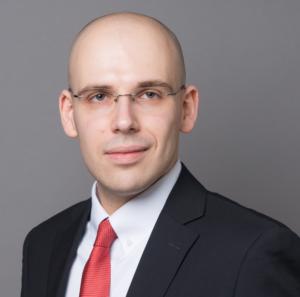 Prof. Dr. Fabian Schär hält die Credit Suisse Asset Management (Schweiz) Professur für «Distributed Ledger Technology (Blockchain) / FinTech» und ist Geschäftsführer des Center for Innovative Finance an der Universität Basel. Sein Forschungsschwerpunkt liegt auf interdisziplinären Analysen von Smart Contracts, der Tokenisierung von Assets und möglichen Anwendungen der Blockchain-Technologie. Er hat zum Thema Kryptoassets und Blockchain-Technologie promoviert und ist Co-Autor mehrerer Publikationen - darunter das Bestsellerbuch «Bitcoin, Blockchain und Kryptoassets» sowie einige wissenschaftliche Artikel, welche u.a. in dem renommierten «Federal Reserve Bank of St. Louis Review» publiziert wurden. Er ist Organisator des «Blockchain Symposiums», der «Blockchain Challenge» und Mitinitiator eines Projekts, bei dem akademische Leistungsnachweise auf einer Blockchain gesichert werden. Darüber hinaus ist er Verwaltungsrat bei der Crypto Fund AG, Berater bei Vision& und Smart Containers, hält Lehraufträge an verschiedenen Hochschulen und bei der Deutschen Börse und ist geladener Redner auf zahlreichen Konferenzen, darunter die G20 Global Financial Stability Conference.