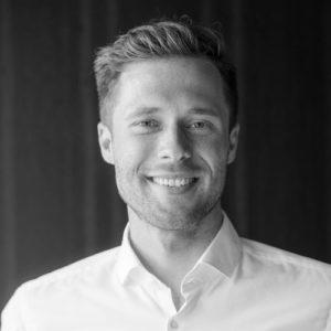 Matthias Weissl ist CEO und Mitbegründer von Verum Capital, einer führenden Schweizer Blockchain Investment Banking Boutique im Herzen von Zürich, Schweiz. Verum Capital konzentriert sich auf drei Säulen: 1. Blockchain Geschäftsmodellerstellung für globale Unternehmen 2. End-to-End Investment Banking Services für digitale Börsengänge (ICO/STO) und M&A Services 3. Thought Leadership - Matthias wird 2019 Wahldozent an einer weltweit führenden Universität (MBA) zum Thema Blockchain sein. Verum Capital ist die erste Blockchain-Boutique, die einen digitalen Börsengang mit einer voll lizenzierten Bank durchführt und ist Teil der Arbeitsgruppen des Schweizer Bundes, die die Branche vertreten und die Zukunft der Blockchain-Technologie maßgeblich gestalten. Matthias verfügt über langjährige Erfahrung in der Strategie- und Managementberatung (Credit Suisse, UBS, Mercedes Benz, Swiss Stock Exchange, etc.) und arbeitete bei PwC, TALOS Management Consultants und BBDO. Matthias ist zertifizierter Blockchain-Spezialist und war vor seiner beruflichen Karriere als Basketball-Profi in den USA und Großbritannien tätig. Bildung: Ökonomie (USA), Finanzen (UK), Blockchain (CH)