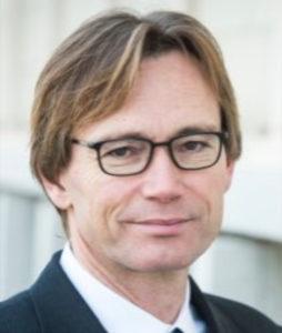 Peter Thiemann ist Professor für Programmiersprachen am Institut für Informatik der Albert-Ludwigs-Universität Freiburg. Seine Interessen umfassen alle Paradigmen der Programmierung (z.B. funktional, objekt-orientiert, domänen-spezifisch, nebenläufig), sowie Sicherheit, Verifikation, Programmanalyse und Metaprogrammierung. In diesem Bereich ist er Autor von zahlreichen wissenschaftlichen Publikationen, Veranstalter von Seminaren, Workshops und Konferenzen, sowie Mitherausgeber des Journal of Functional Programming. Auf die Blockchain ist er durch die Beschäftigung mit den Problemen verschiedener Sprachen für *smart contracts* gekommen. Mit Hilfe von modernen Methoden der Programmanalyse und der Verwendung von domänen-spezifischen Konzepten will er die Schwachpunkte existierender Ansätze in Bezug auf Integrität und Verfügbarkeit angehen. Hiermit können bekannte Attacken auf Ethereum wie Reentrancy Bugs, Overflow und Underflow, Out of Gas usw. vorab erkannt und vermieden werden.Peter Thiemann ist Professor für Programmiersprachen am Institut für Informatik der Albert-Ludwigs-Universität Freiburg. Seine Interessen umfassen alle Paradigmen der Programmierung (z.B. funktional, objekt-orientiert, domänen-spezifisch, nebenläufig), sowie Sicherheit, Verifikation, Programmanalyse und Metaprogrammierung. In diesem Bereich ist er Autor von zahlreichen wissenschaftlichen Publikationen, Veranstalter von Seminaren, Workshops und Konferenzen, sowie Mitherausgeber des Journal of Functional Programming. Auf die Blockchain ist er durch die Beschäftigung mit den Problemen verschiedener Sprachen für *smart contracts* gekommen. Mit Hilfe von modernen Methoden der Programmanalyse und der Verwendung von domänen-spezifischen Konzepten will er die Schwachpunkte existierender Ansätze in Bezug auf Integrität und Verfügbarkeit angehen. Hiermit können bekannte Attacken auf Ethereum wie Reentrancy Bugs, Overflow und Underflow, Out of Gas usw. vorab erkannt und vermieden werden.